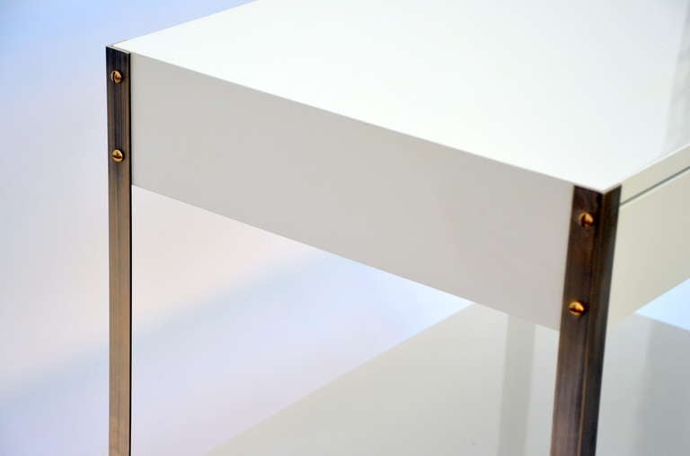 Polished Pair of Minimalist Ivory Lacquer and Brass Nightstands For Sale