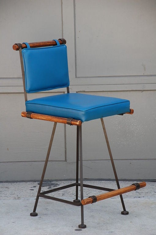 Mid-20th Century Comfortable Wrought Iron and Oak 50's Swiveling Bar Stool For Sale