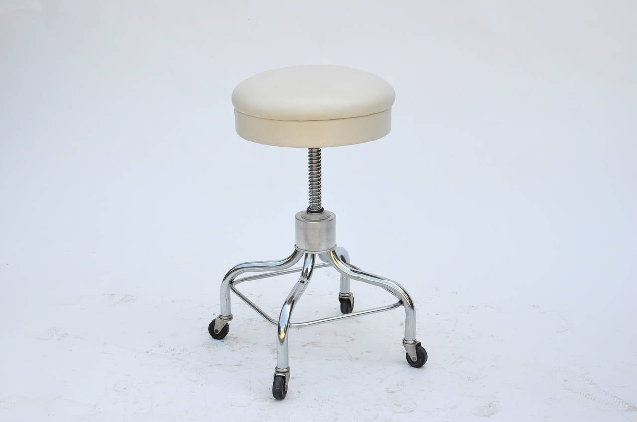 American Set of Four Vintage Chrome and White Leather Adjustable Rolling Stools For Sale