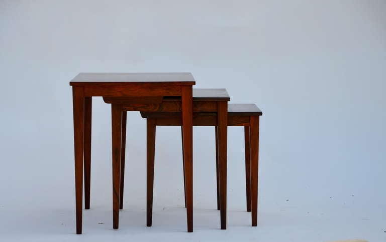 Mid-Century Modern Set of Chic Danish Rosewood Nesting Tables For Sale