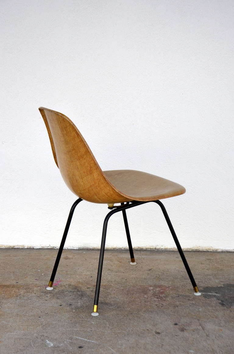 Single Fiberglass Encasted Fabric Mesh Chair by Eames for Herman Miller In Good Condition For Sale In Los Angeles, CA