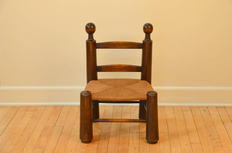 French Single Turned Wood and Rush Children's Chair in the Style of Charlotte Perriand For Sale