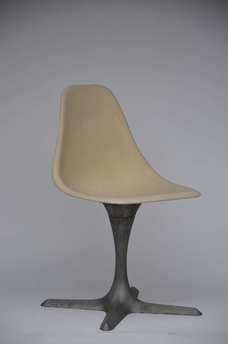 Set Of 4 American 70's Brushed Aluminum And Eggshell Chairs In Good Condition For Sale In Los Angeles, CA