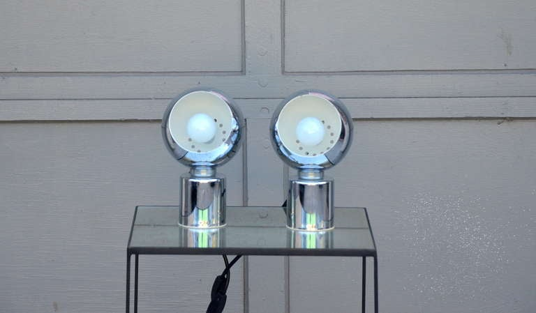 Pair of Articulated Globe Spotlights by Reggiani Lampadari In Excellent Condition For Sale In Los Angeles, CA