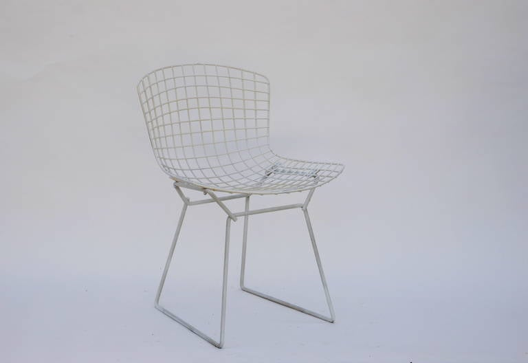 Set of four original wire chairs by Harry Bertoia for Knoll. Early 1950s edition, not recent reproductions. Very sturdy and in great vintage condition (not new).