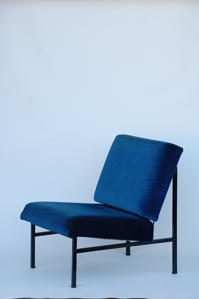 Mid-Century Modern Pair of French 50's blue velvet lounge chairs For Sale