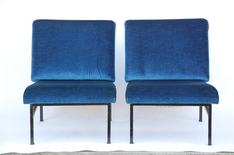 Pair of French 50's blue velvet lounge chairs For Sale 2