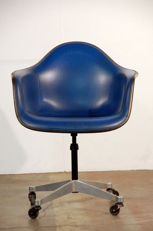 eames office chair is designed for fortable