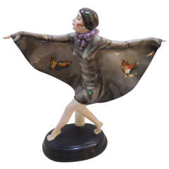 Beautiful Art Deco Pottery Porcelain Figure
