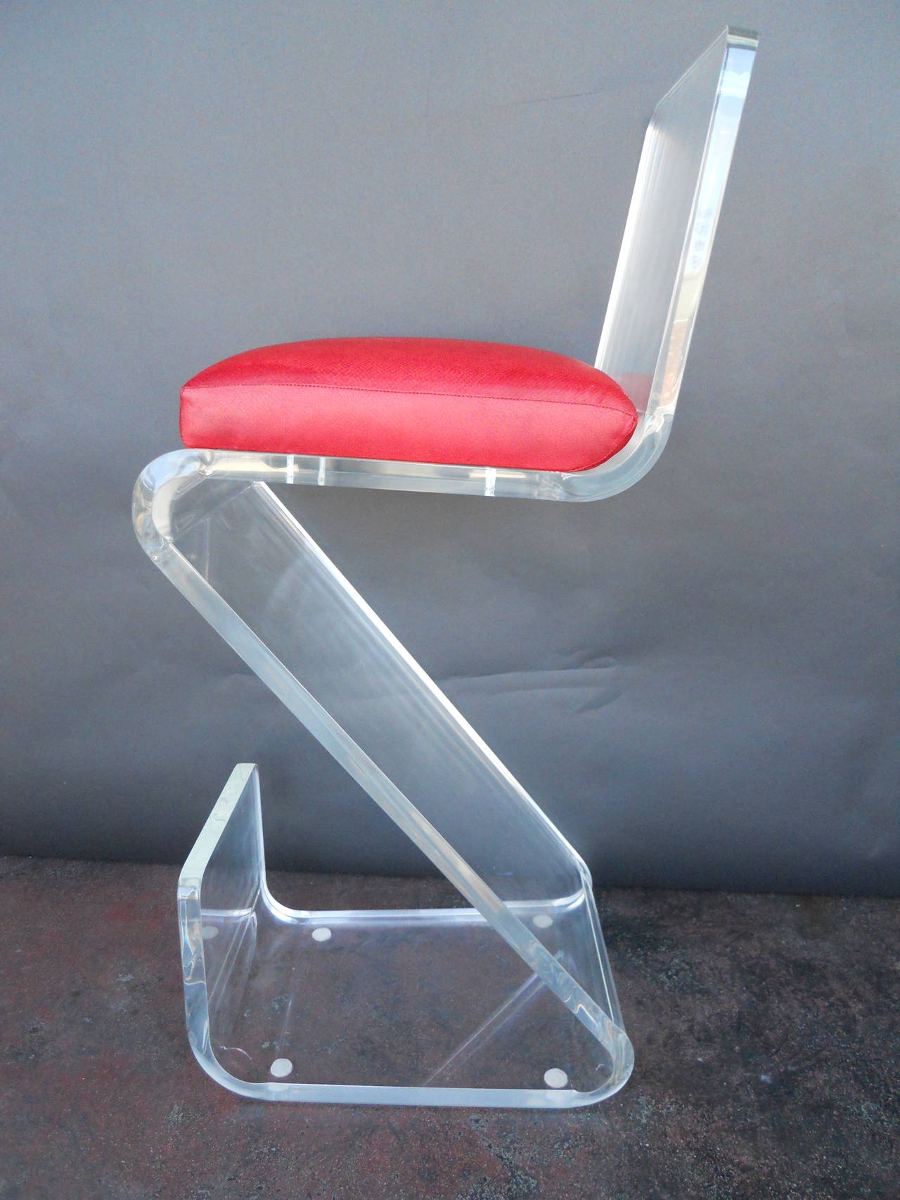 Pair of Vintage Lucite Bar Stools In Excellent Condition For Sale In Los Angeles, CA