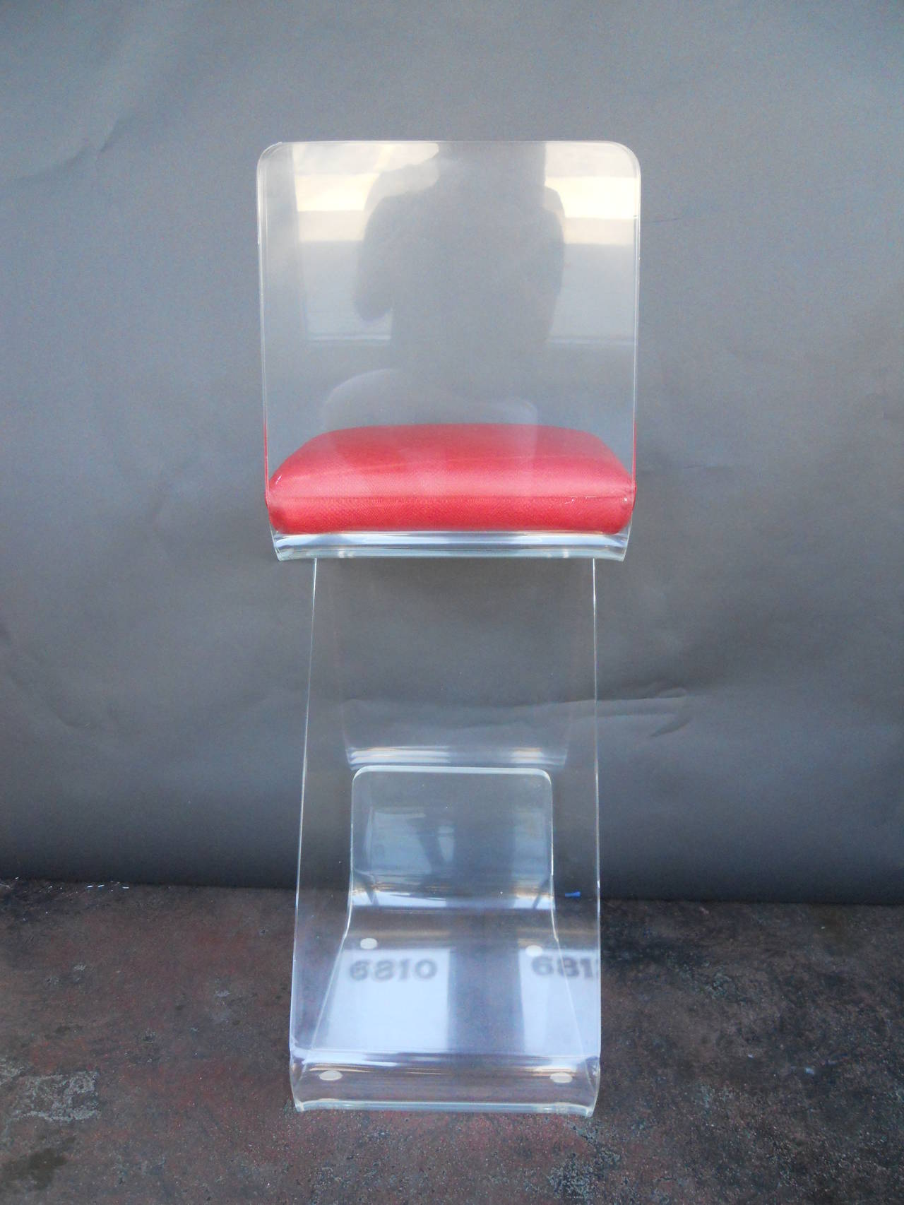 Late 20th Century Pair of Vintage Lucite Bar Stools For Sale