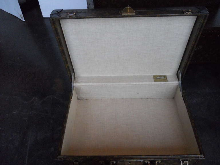 Great Set of 3 Louis Vitton Vintage Suitcases 5