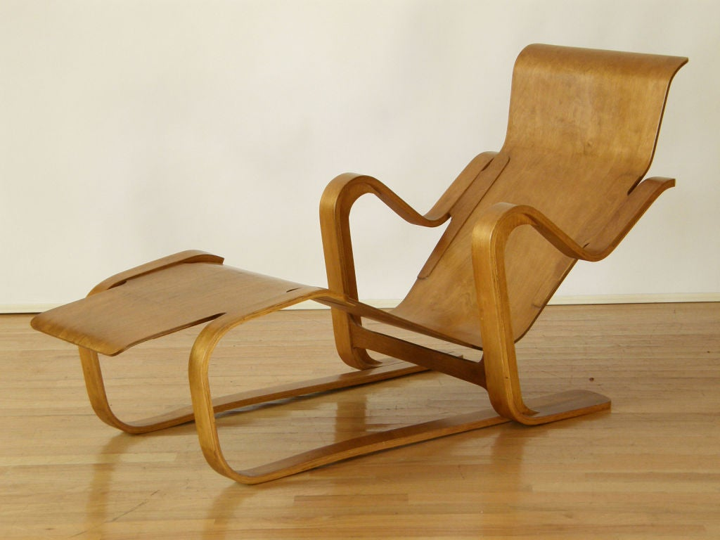 Marcel breuer plywood lounge at 1stdibs for Breuer chaise lounge
