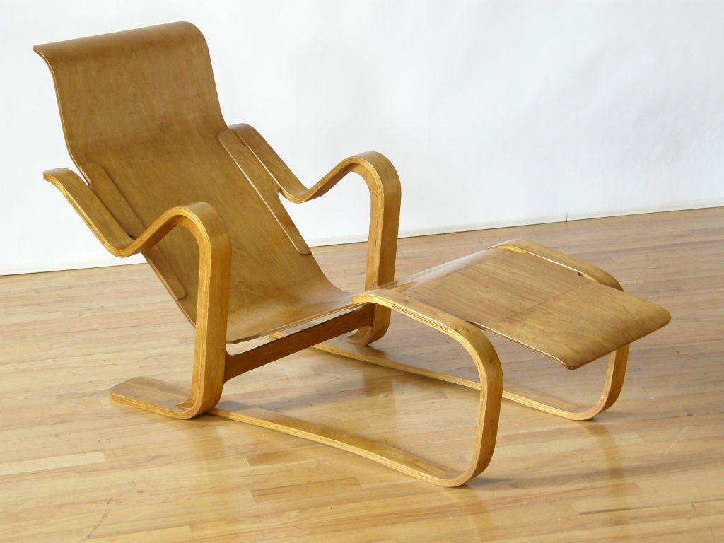 Marcel breuer plywood lounge at 1stdibs for Breuer chaise longue
