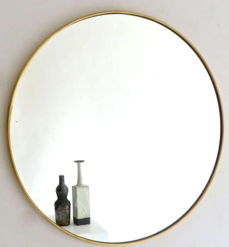 Italian Modern Minimalist Round Brass Framed Mirror For Sale 1