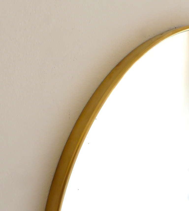 Italian Modern Minimalist Round Brass Framed Mirror For Sale 4