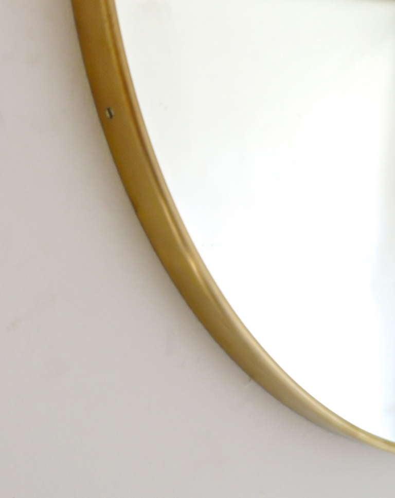 Italian Modern Minimalist Round Brass Framed Mirror For Sale 3