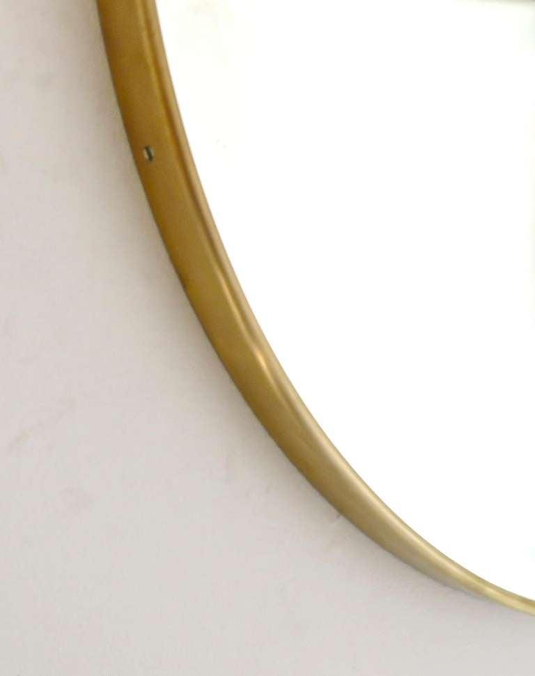 Italian Modern Minimalist Round Brass Framed Mirror For Sale 5