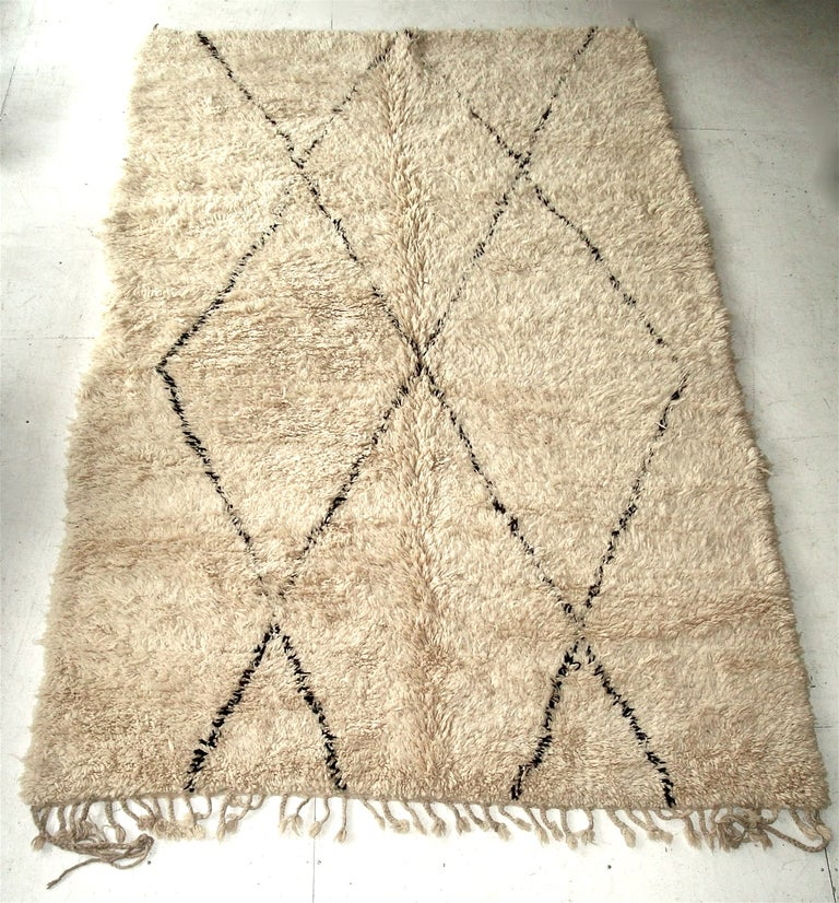 beni ourain tribal moroccan rug at 1stdibs. Black Bedroom Furniture Sets. Home Design Ideas