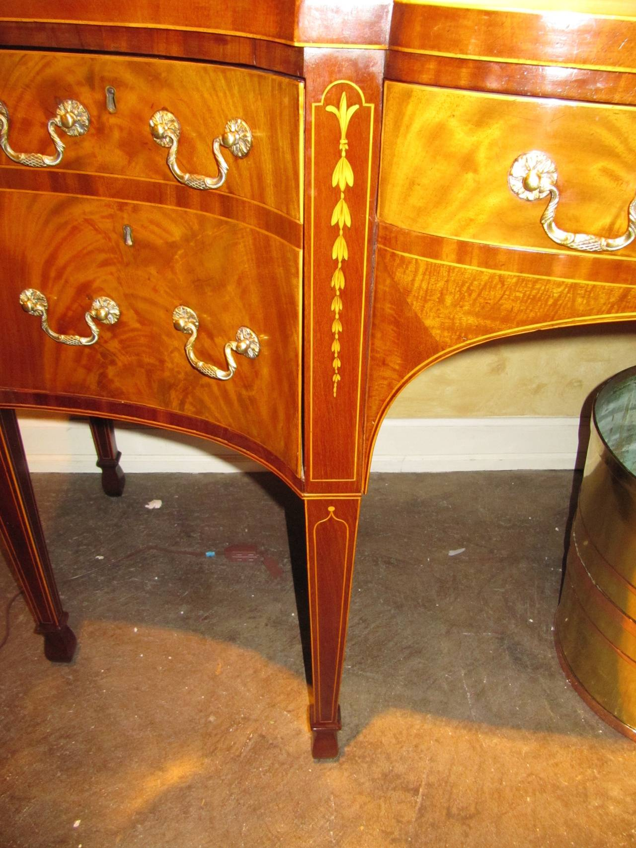 George III Mahogany and Satinwood Inlaid Sideboard In Excellent Condition For Sale In Buchanan, MI