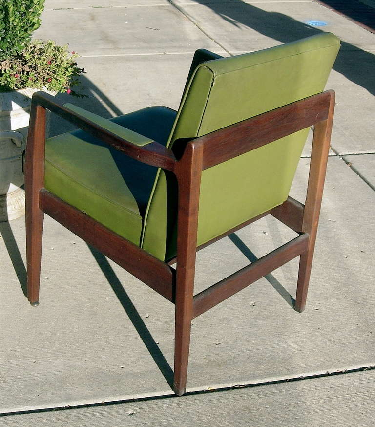 Pair of Mid-Century Leather and Solid Mahogany Armchairs In Excellent Condition For Sale In Buchanan, MI