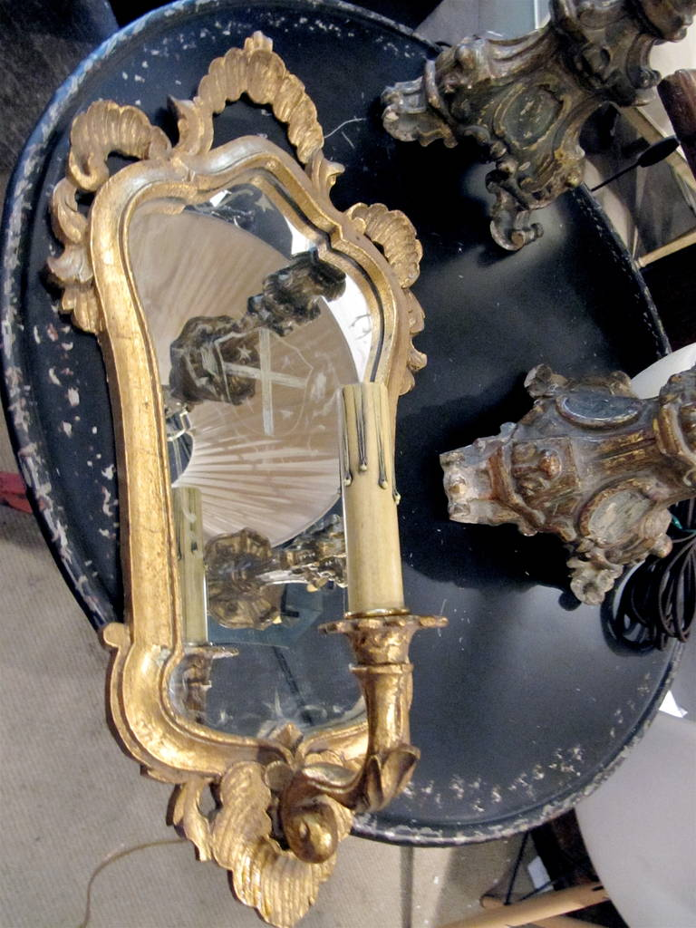 One Pair of Italian Giltwood Sconces with Mirror Backing In Excellent Condition For Sale In Buchanan, MI