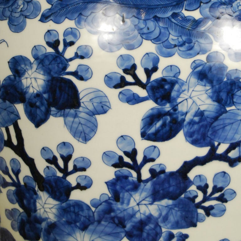 19th Century Japanese Blue and White Jar In Excellent Condition For Sale In Chicago, IL