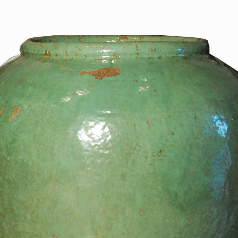 19th Century Chinese Celadon Glazed Urn In Excellent Condition For Sale In Chicago, IL