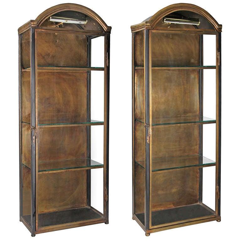 Beigefarbene Retro Vitrine : Pair of vintage vitrine cabinets at stdibs