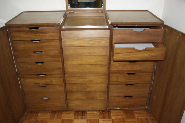 Edward Wormley for Dunbar Gentleman's Chest In Excellent Condition For Sale In St. Louis, MO