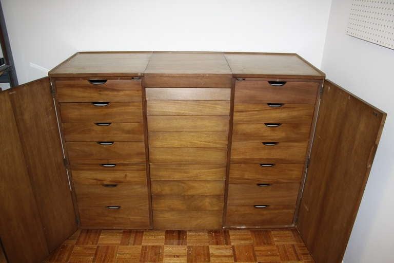 Edward Wormley for Dunbar Gentleman's Chest For Sale 1