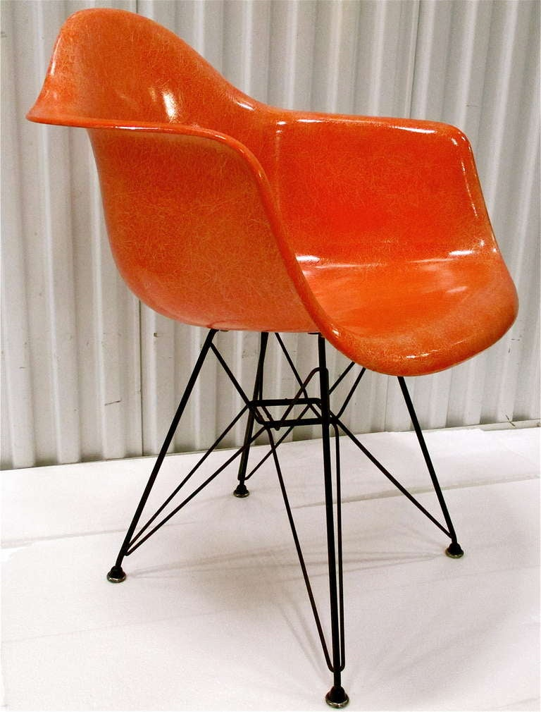 vintage fiberglass chair by charles eames at 1stdibs. Black Bedroom Furniture Sets. Home Design Ideas
