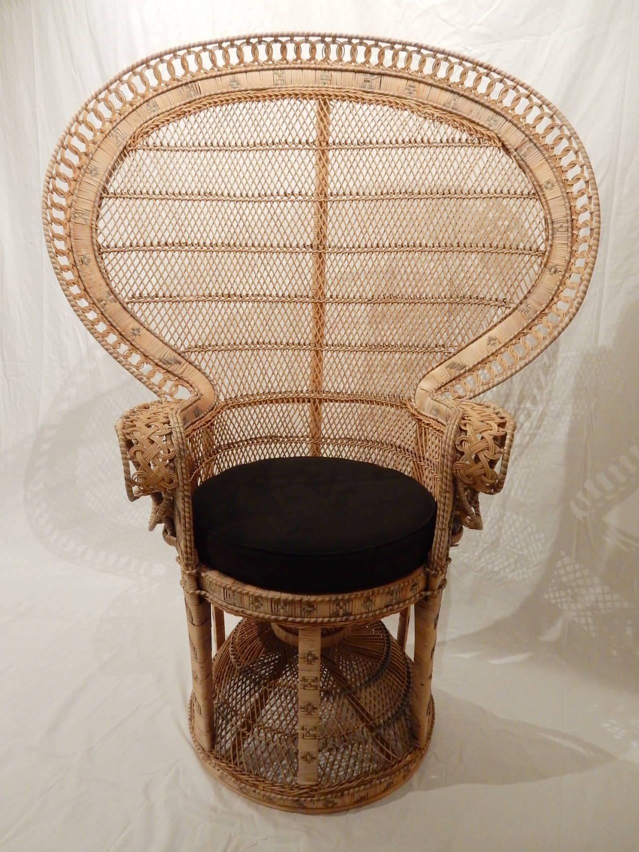 vintage emmanuelle peacock chair at 1stdibs. Black Bedroom Furniture Sets. Home Design Ideas