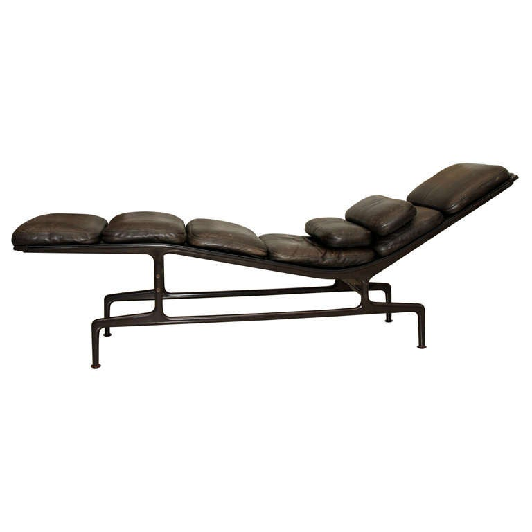 charles and ray eames billy wilder chaise for sale at 1stdibs. Black Bedroom Furniture Sets. Home Design Ideas