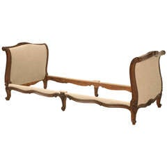 Circa 1880 French Walnut Daybed in the Style of Louis XV
