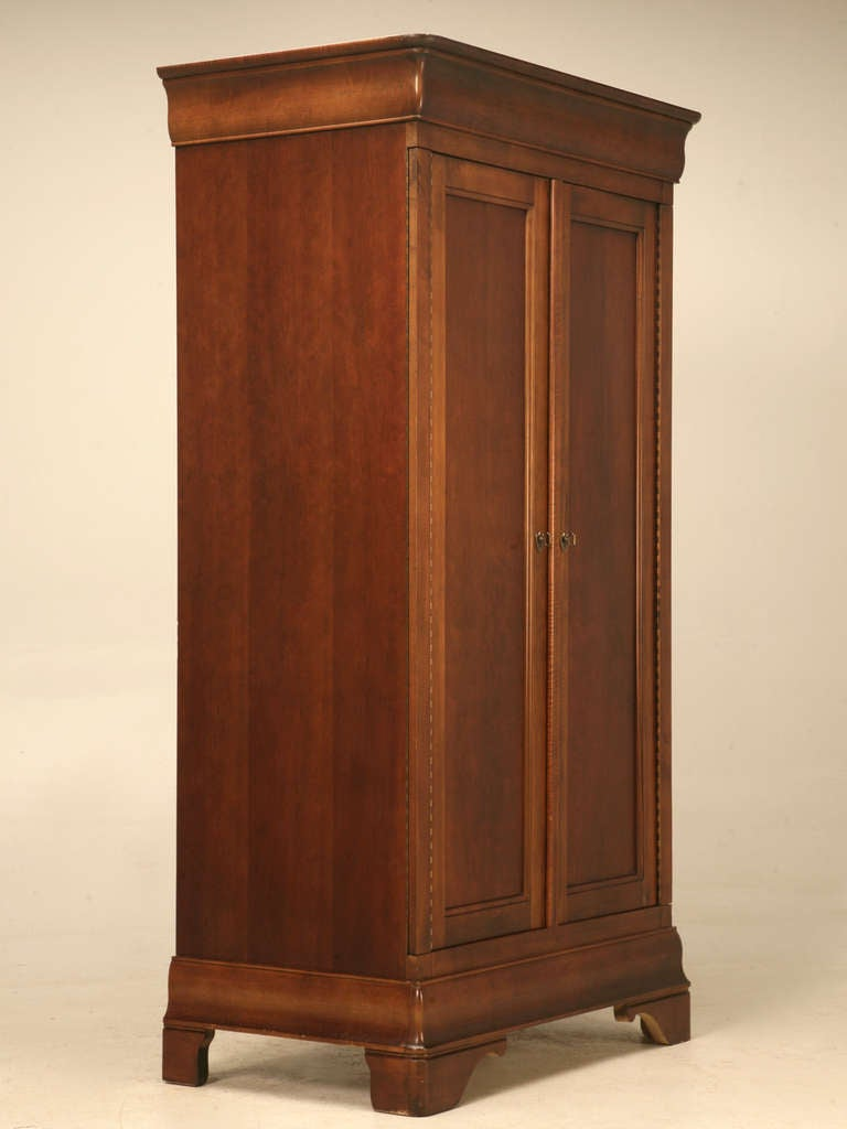 Vintage american cherry louis philippe style armoire by mt for Armoire penderie style japonais