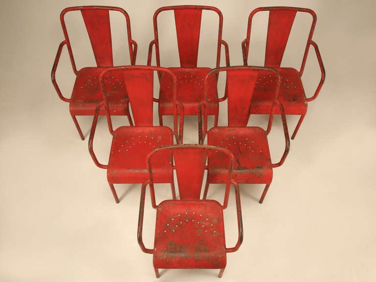 French 1950's Steel Garden Table and Six Chairs with Arms in Original Paint For Sale 1