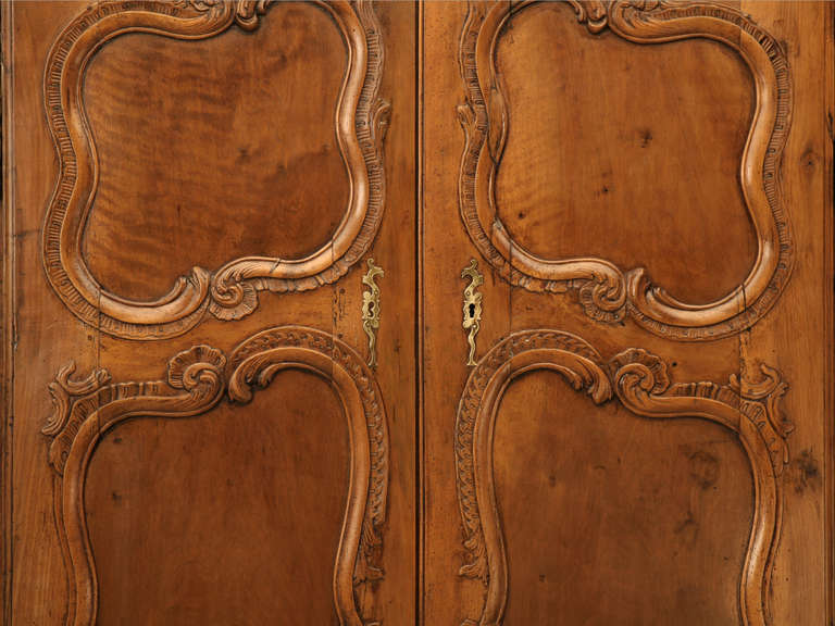 French Walnut Cupboard or Cabinet, circa 1800 In Good Condition For Sale In Chicago, IL