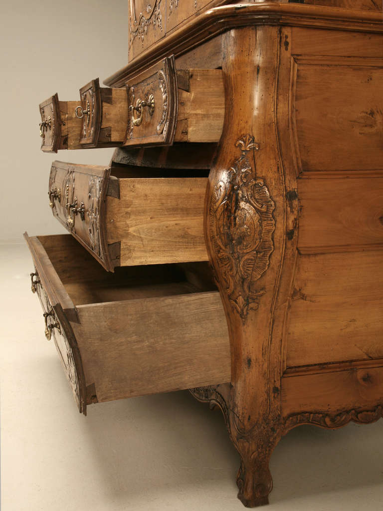 French Walnut Cupboard or Cabinet, circa 1800 For Sale 1