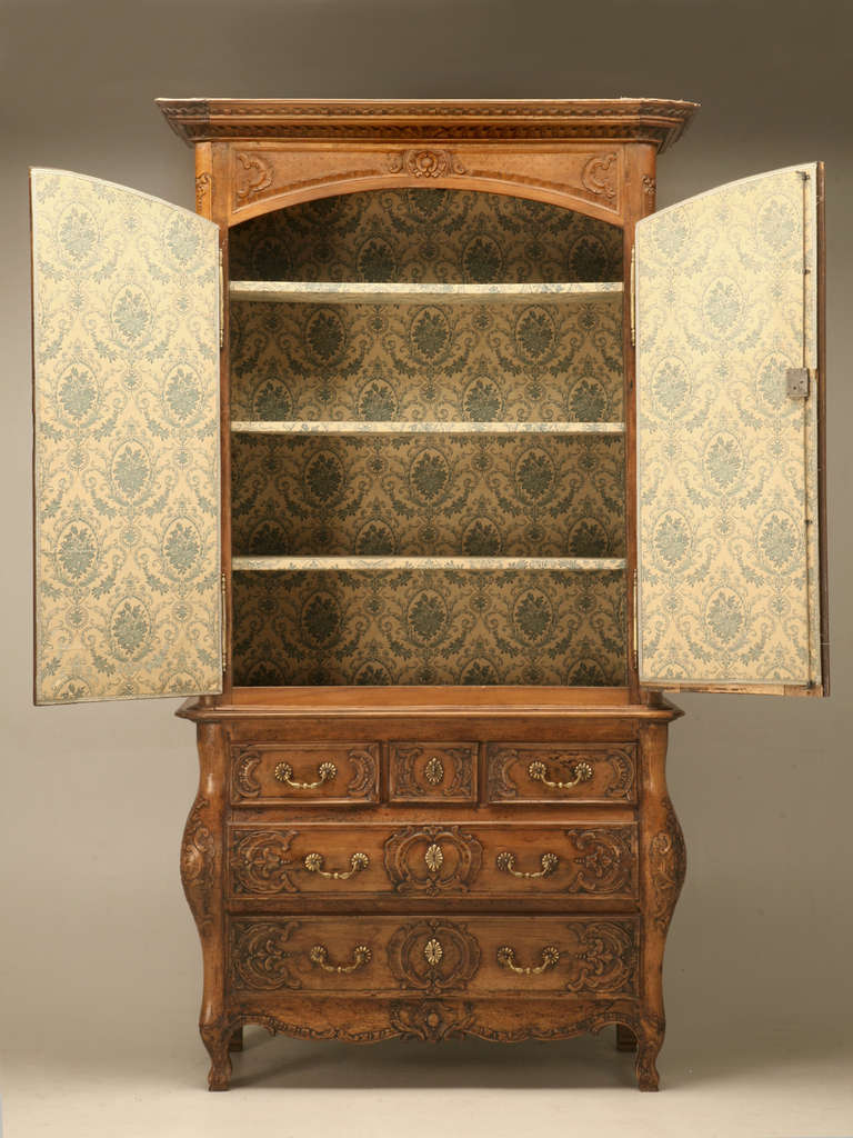 French Walnut Cupboard or Cabinet, circa 1800 For Sale 5