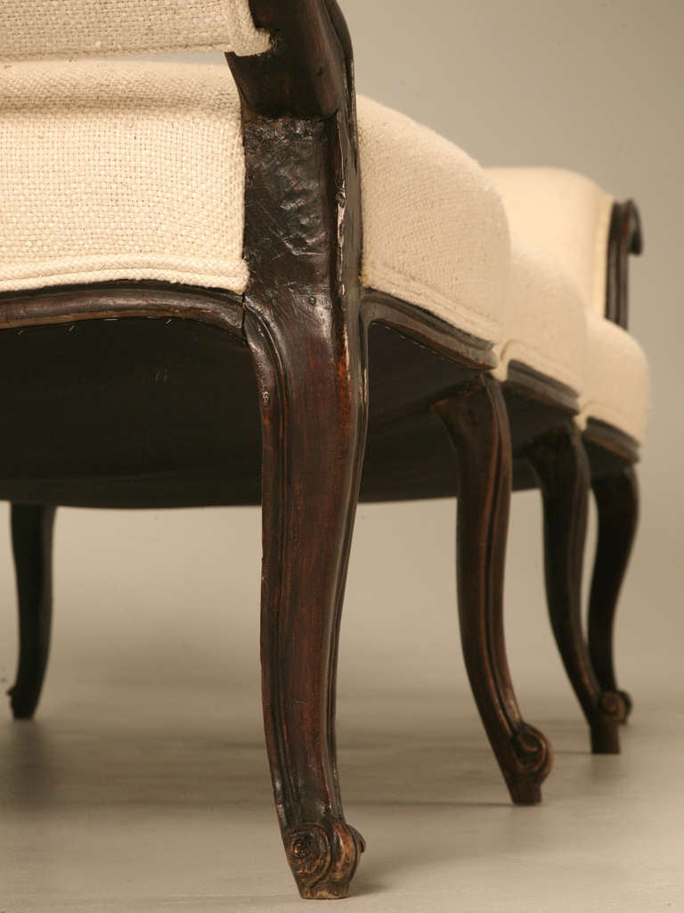 Restored 18th Century Italian Venetian Carved Walnut Sofa 8