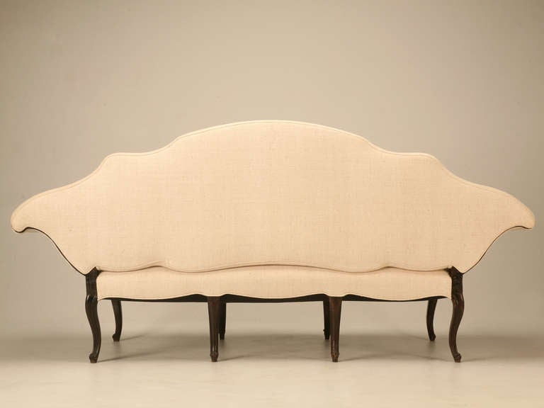 Restored 18th Century Italian Venetian Carved Walnut Sofa For Sale 5