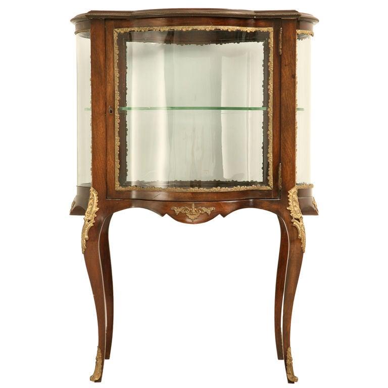vintage french vernis martin style clover shaped vitrine. Black Bedroom Furniture Sets. Home Design Ideas
