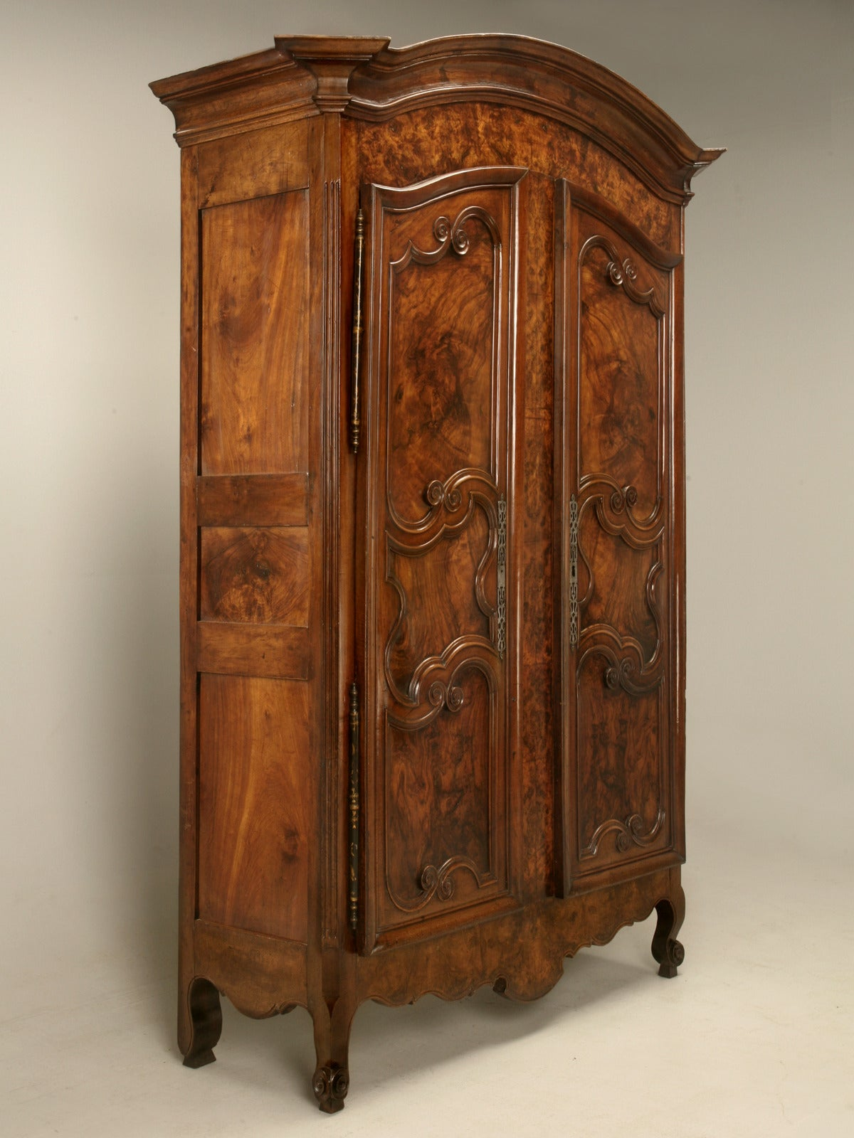 armoire french burl walnut in the style of louis xv for. Black Bedroom Furniture Sets. Home Design Ideas