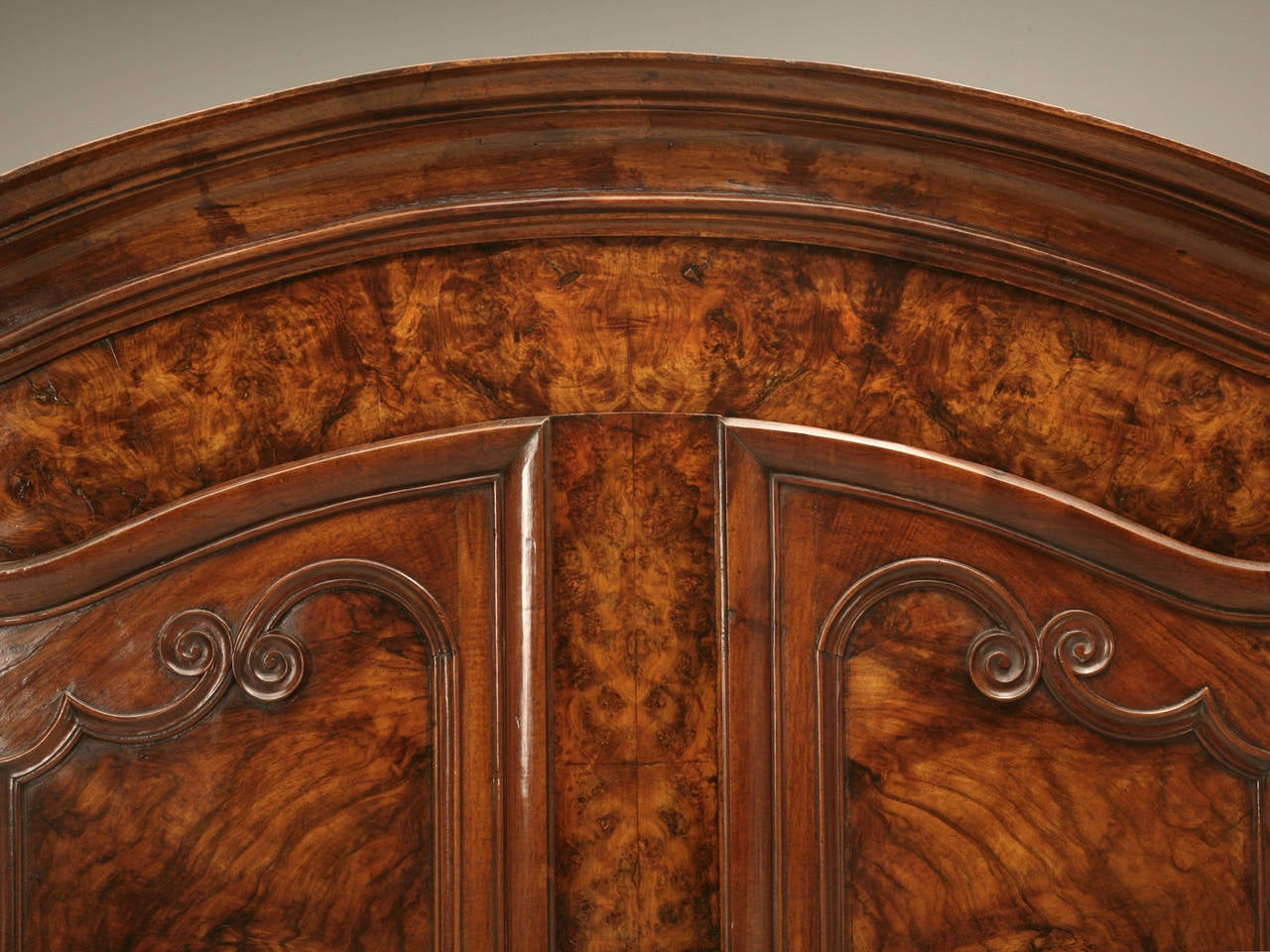 Armoire, French Burl Walnut in the Style of Louis XV Painted and Gilded Hinges In Good Condition In Chicago, IL