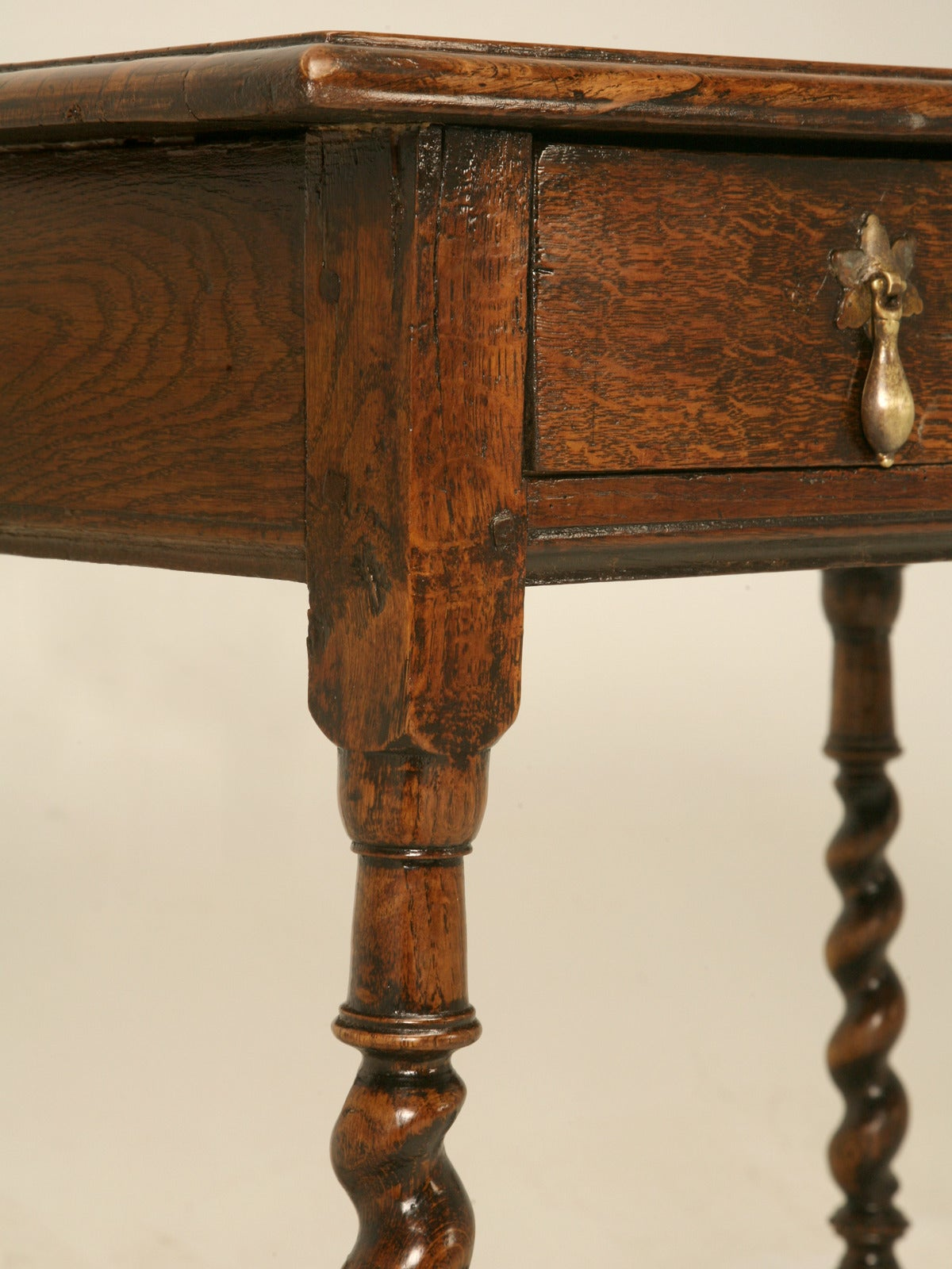 English Country Style Writing Desk or End Table, circa 1700s For Sale 3