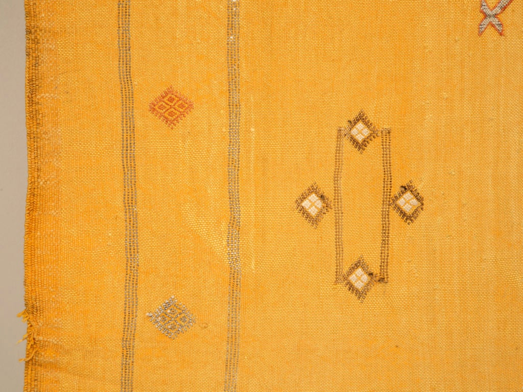 Gently Used 6 X 9 Vintage Gold Morrocan Silk Rug Or