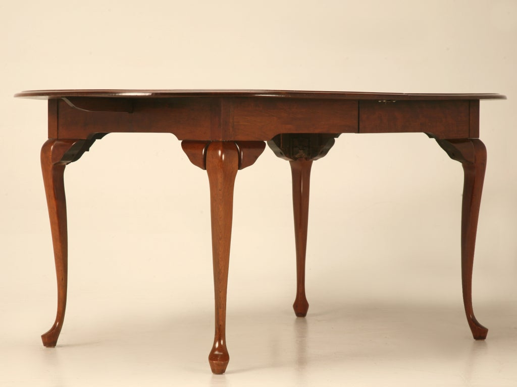 Vintage oval queen anne style dining table w 2 extra for Dining room tables with leaves