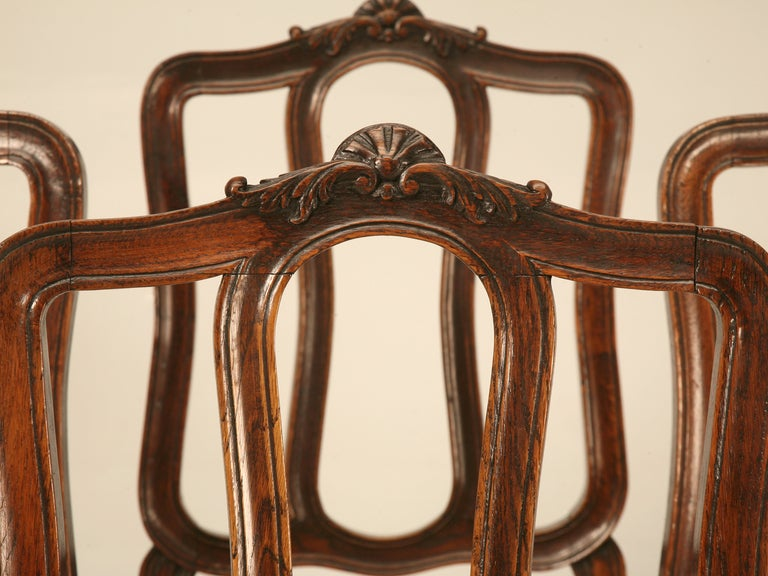Set of 6 Original Antique Italian Oak Louis XV Dining Chairs with Needlepoint In Good Condition For Sale In Chicago, IL