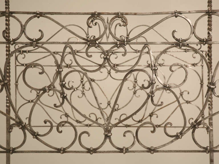Circa 1880 French Hand Forged Iron Canopy Bed with Twists and Brass Finials In Good Condition For Sale In Chicago, IL